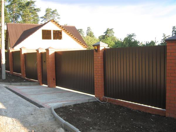 Забор профнастил для дачи своими руками фото